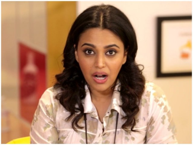 Man sneakily records video of Swara Bhasker to troll online, actress aptly roasts him with tweet
